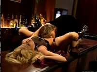 Телки шалят в баре