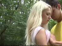 Первое свидание, а блондинке уже кончили на сиськи