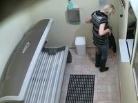 Скрытая камера в солярии