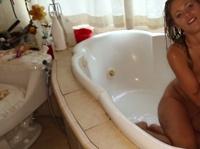 Страстно приняла ванну