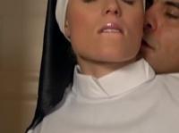 Святой отец отодрал секси монахиню